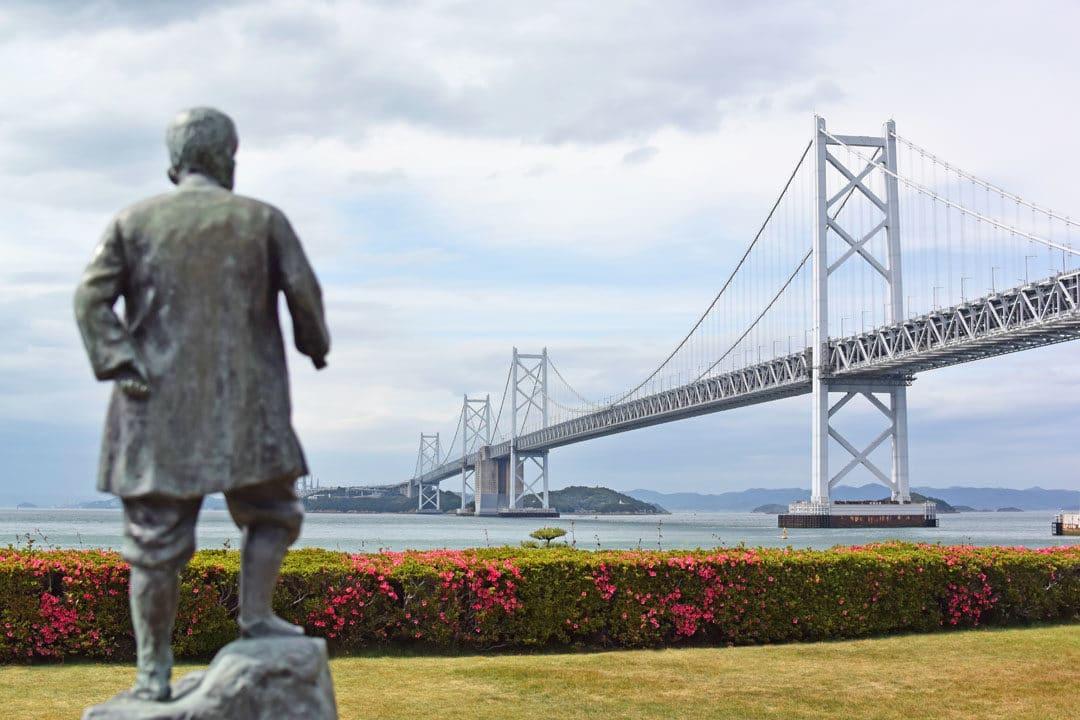 Great Seto Bridge and Okubo Jinnojo Statue